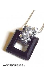 Swarovki négyzetes medál, M, fekete-ezüst